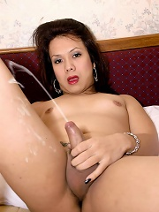 Asian tranny uses toy on tig...