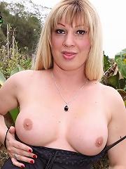 Mega horny blonde with a sla...