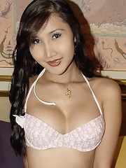 Lovely Asian tranny shows of...