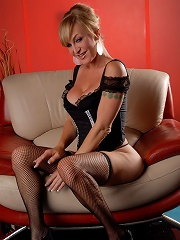 Hot transsexual toying her s...