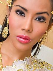 Irresistible Thai hottie mak...