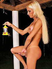 Blonde shemale beauty Dany d...