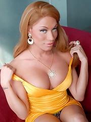 Cute tgirl Mia Isabella posi...