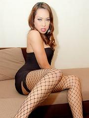 Watch mature Asian tranny ge...