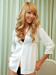 Watch beautiful blonde ladyb...