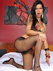 Renata Araujo gets her panty...