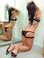 Horny t-girl Eye showers a m...