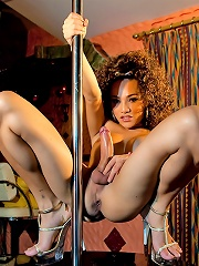 Provoking shemale pole dance...