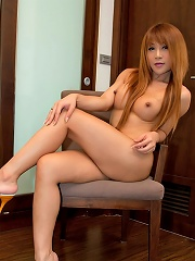 Naked ladyboy Pour parts che...