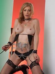 Sexy TMILF Jasmine Jewels sh...