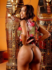 Sexxxy Jade nude in an Egypt...